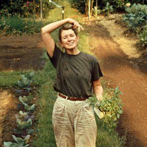 martha gardener 102861890 sq 300x300 - زندگینامه مارتا استوارت میلیاردری با هنر خانه داری