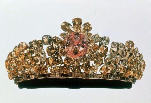 نیمتاج نورالعین 480x330 - معرفی موزه جواهرات ملی نگین درخشان موزه های ایران