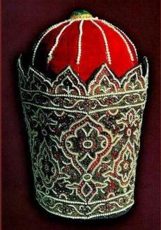 کلاه عباس میرزا 231x330 - معرفی موزه جواهرات ملی نگین درخشان موزه های ایران