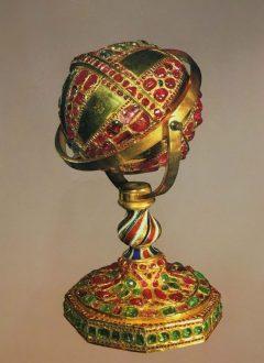 N1YTmtM4em9K0Azm 1534683393059 240x330 - معرفی موزه جواهرات ملی نگین درخشان موزه های ایران