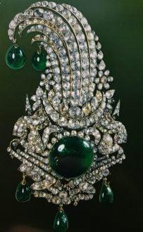museum jewelry shabavizparvaz 19 203x330 - معرفی موزه جواهرات ملی نگین درخشان موزه های ایران