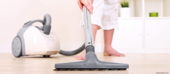 جمع کردن مو از روی فرش