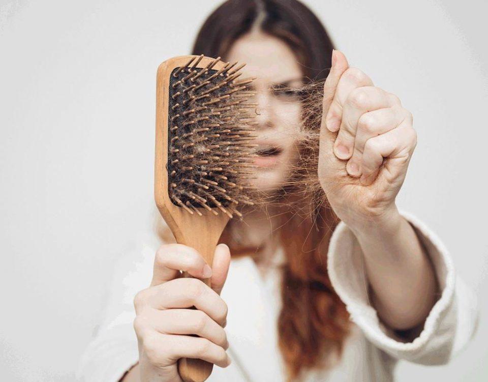 راه حل هایی برای جمع کردن موی سر و موی حیوان خانگی از زمین