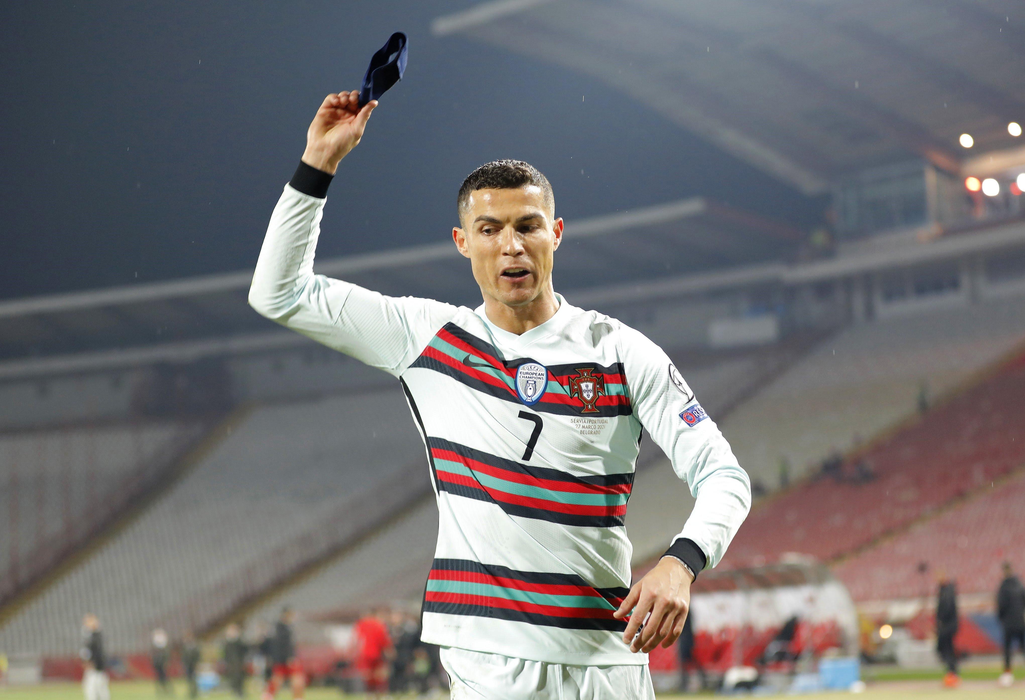 علت عصبانيت کریستیانو رونالدو کاپیتان تیم ملی پرتغال، چرا رونالدو بازوبند پرتغال پرت كرد