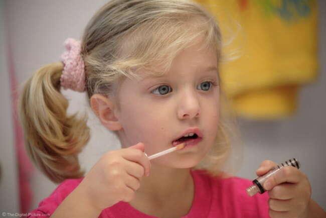 آرایش کردن دختر بچه ها
