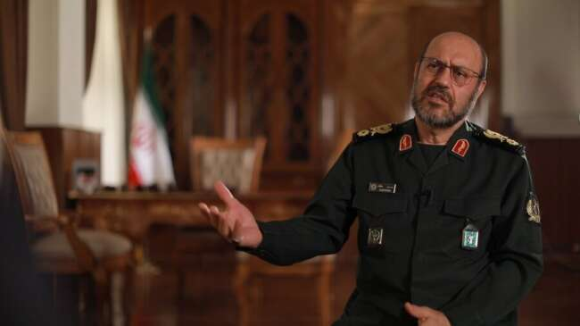 حسین دهقان برای ثبت نام در انتخابات ریاست جمهوری وارد وزارت کشور شد