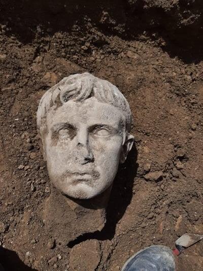 مجسمه امپراتور روم