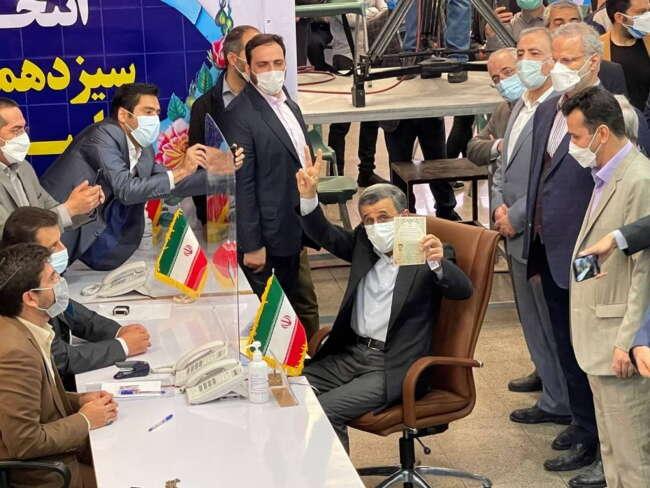 محمود احمدی نژاد وارد ستاد انتخابات کشور شد