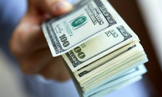 دلار در کانال 24 هزار تومان پیش روی کرد