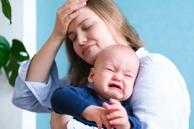 علت پس زدن سینه مادر