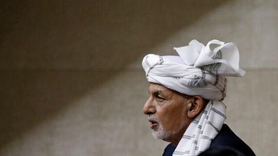 اشرف غنی افغانستان را ترک کرد