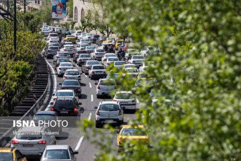 ترافیک پرحجم تهران در اولین روز شهریور با تغییر ساعات کاری ادارات