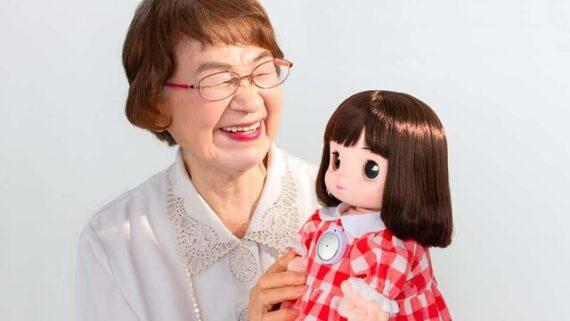 پایان تنهایی مادربزرگ ها و پدربزرگ های ژاپنی با آمدن نوه رباتیک