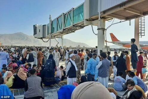 کابل بی دفاع؛ مردم در فرودگاه، طالبان در کاخ