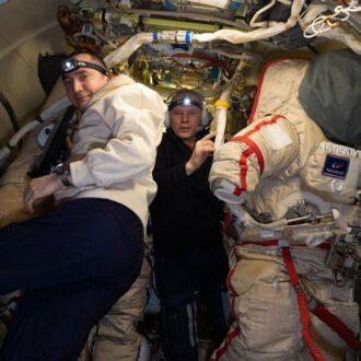 آماده شدن فضانوردان روس برای پیاده روی فضایی