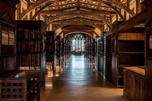 """زیباترین کتابخانه های دانشگاه های دنیا را بشناسید / از """"کتابخانه فیلم هری پاتر"""" تا """"خانه ای برای خفاش ها"""""""