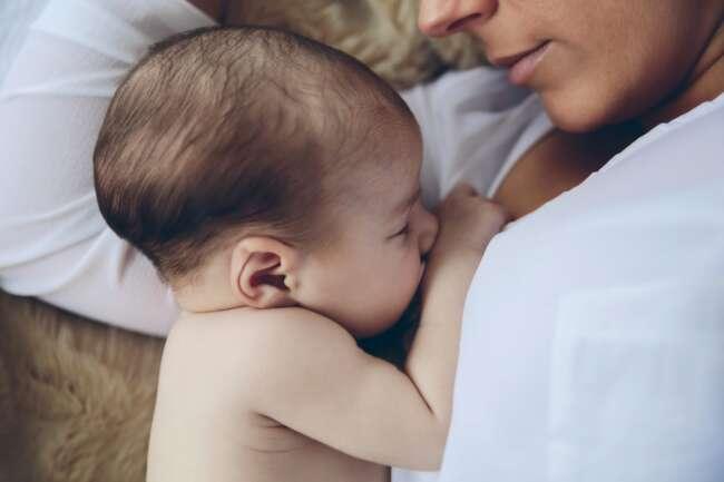 روش صحیح شیر دادن به نوزاد