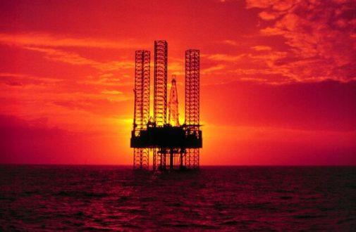بازار نفت چشم به راه نیم تریلیون دلار سرمایهگذاری