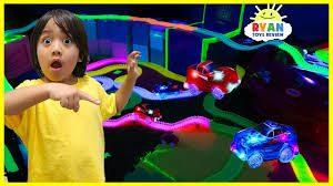 images 6 1 300x168 - کودک 7 ساله ای که 22 میلیون دلار از یوتیوب کسب درآمد کرد!